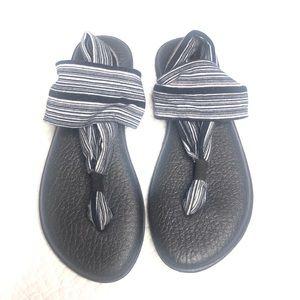 Sanuk Sandals in black and white 8